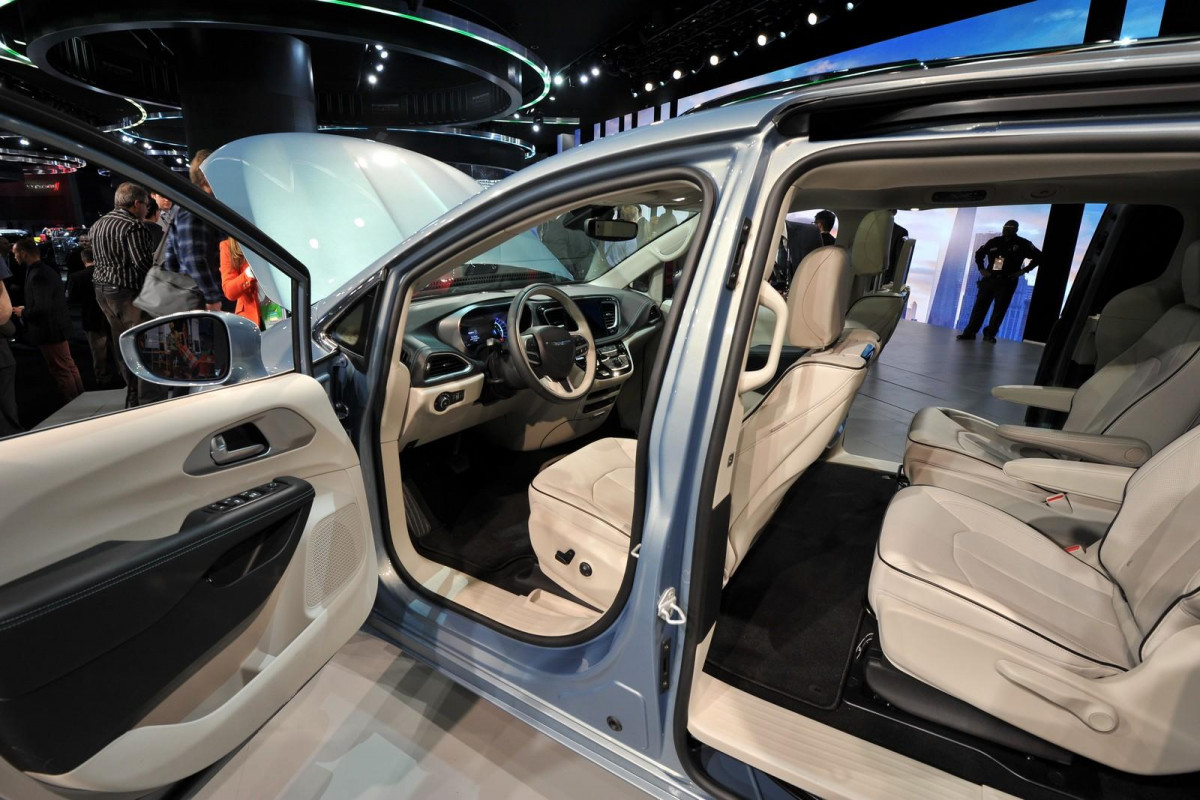 Chrysler Town and Country фото 166535
