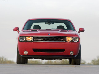 Dodge Challenger RT фото