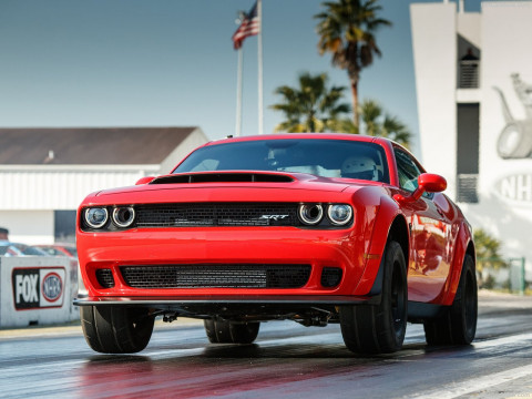 Dodge Challenger SRT фото