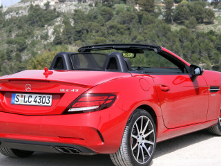 Mercedes-Benz AMG SLC43 фото