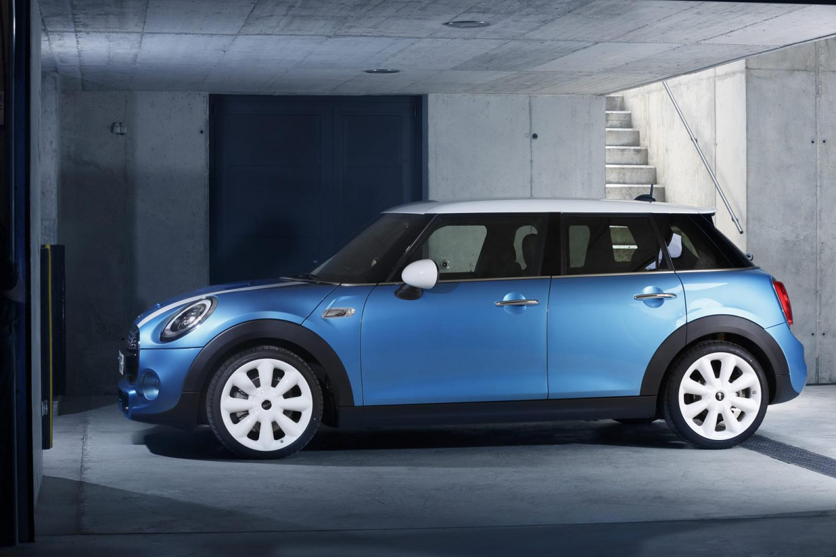 Mini five-door hatchback  фото 125141