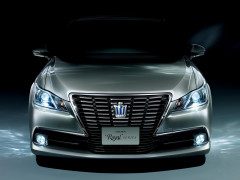 Toyota Crown фото
