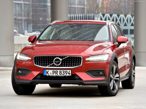 Volvo V60 Cross Country фото