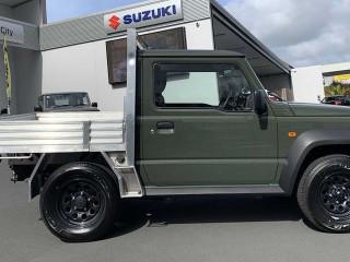 Компактный Suzuki Jimny стал пикапом