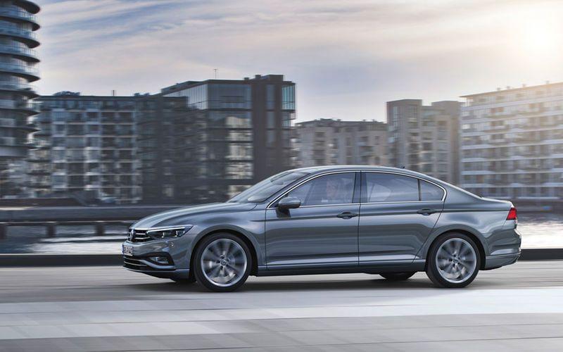 Volkswagen представит обновленный Passat