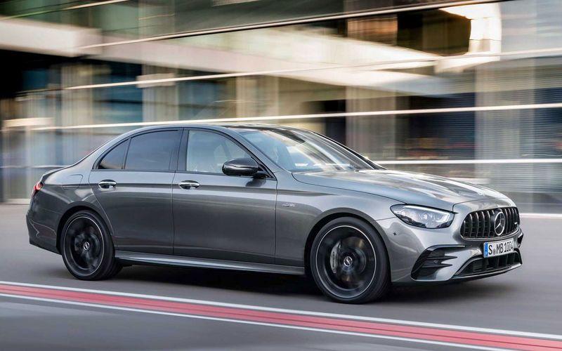 Mercedes-Benz обновил автомобили E-класса