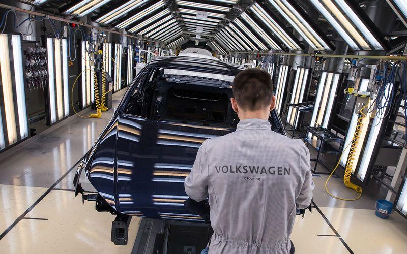 Volkswagen остановит заводы в России
