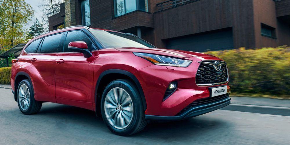 Названы цены на Toyota Highlander в России